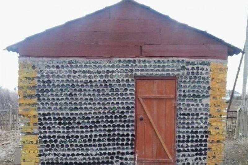 В Кызылординской области появилось здание из бутылок