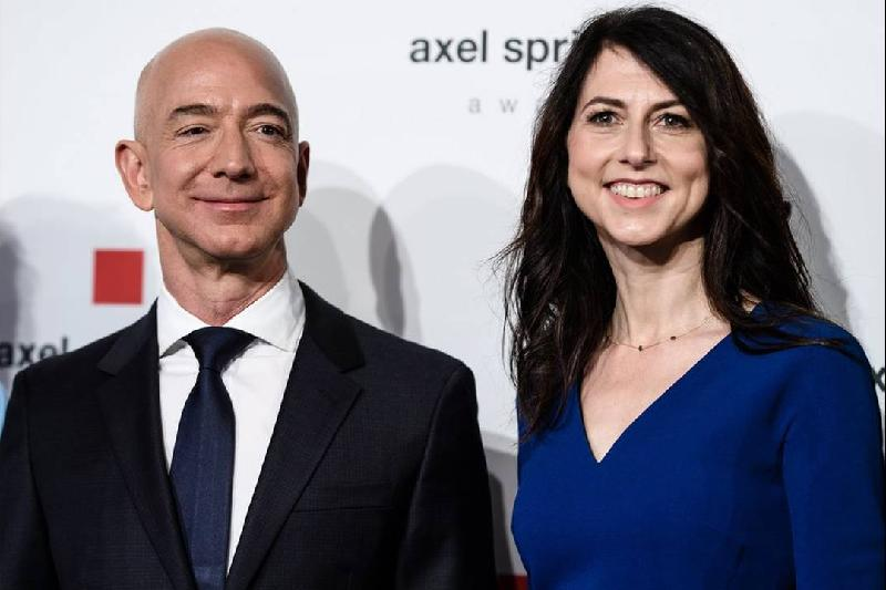 Amazon's Bezos, wife to divorce after 25 years