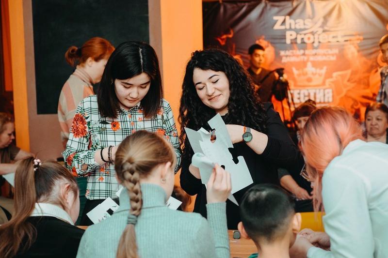 Студент из Петропавловска помогает социализироваться детям с синдромом Дауна и аутизмом