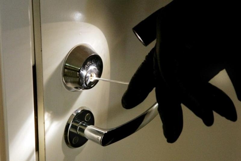 Грабители связали беременную женщину и вынесли из квартиры 23 млн тенге в Атырау
