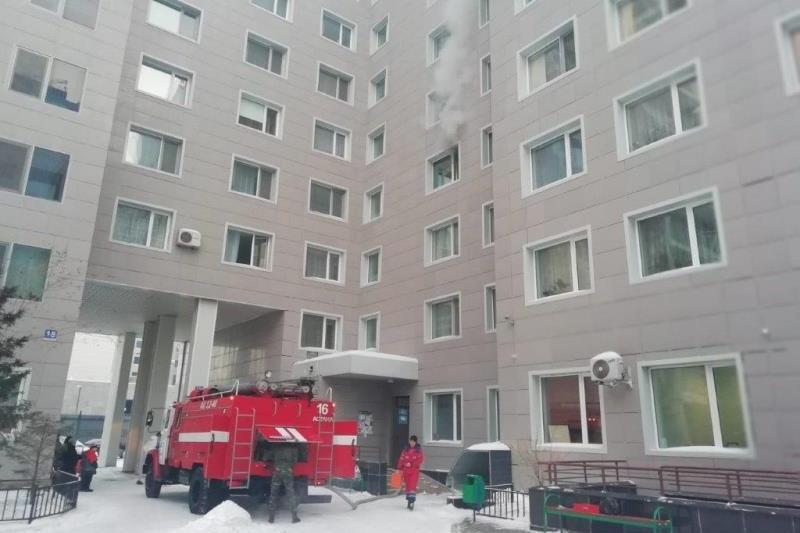 Из пожара в многоэтажке на левобережье Астаны спасли 11 человек