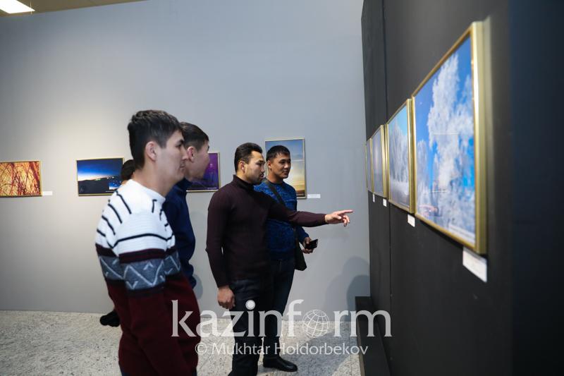 Уникальные фотографии знаменитого поселения Аркаим представили на выставке в Астане