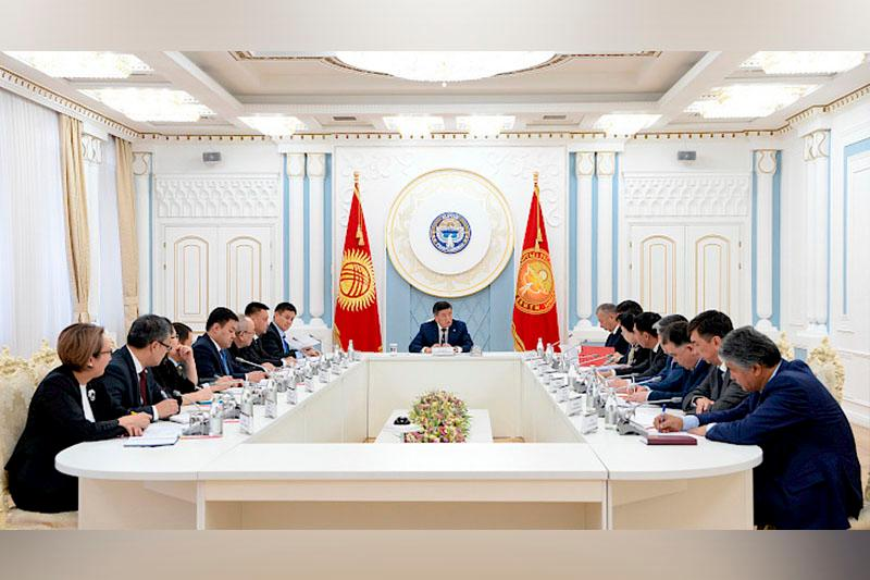 Sooronbay Jeenbekov holds meeting on SCO Summit in Kyrgyzstan