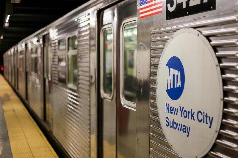 Нью-Йорк метросында 10 мың долларын жоғалтқан қазақстандық ақшасын тауып алды