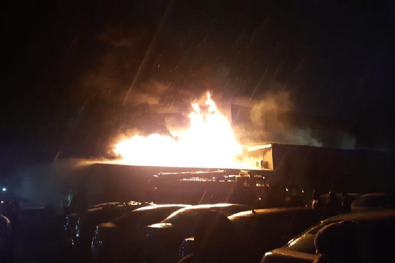 Автосалон горел в Алматинской области