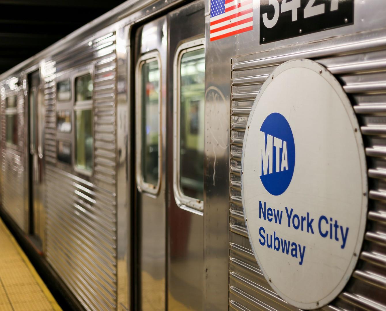 Казахстанке вернули $10 тысяч, которые она потеряла в метро Нью-Йорка