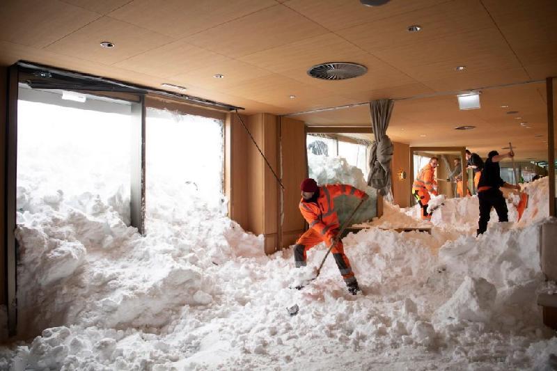 Жертвами снегопада в Европе стали более 20 человек