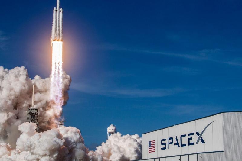 Илон Маск басқаратын SpaceX компаниясы 600 қызметкерді жұмыстан шығарады