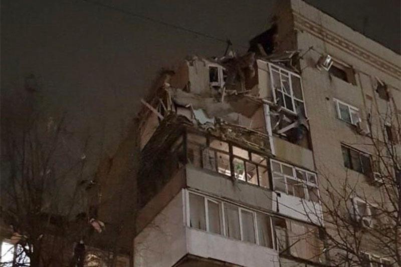 Взрыв газа произошел в многоэтажке в российском городе Шахты