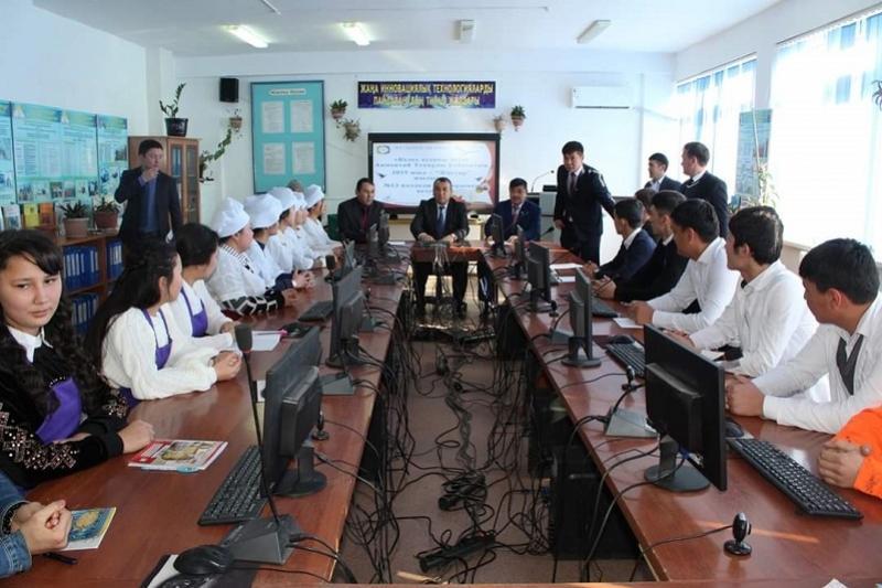 Түркістан облысында жаңадан құрылған ауданның әкімі жастармен кездесті