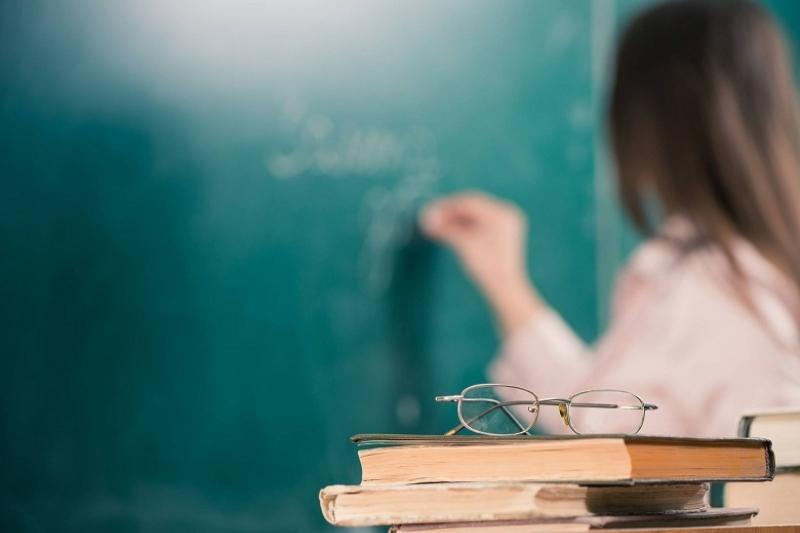 В школах Атырауской области не хватает около 500 педагогов