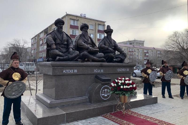 Monument to three outstanding Kazakh biys unveiled in Atyrau