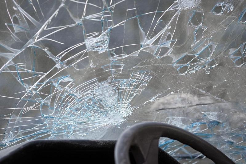 Две машины и автобус столкнулись в Атырау: один человек погиб