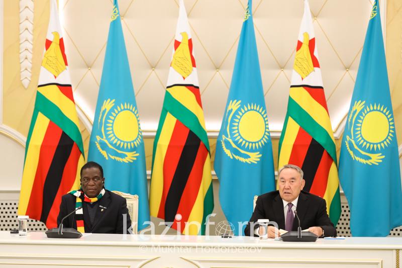 纳扎尔巴耶夫总统同津巴布韦总统举行大范围会谈