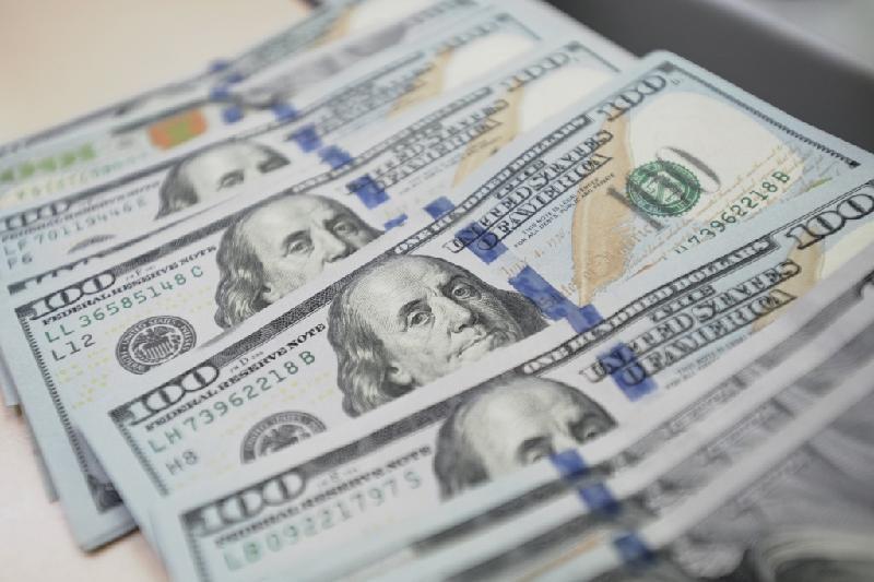 今日美元兑坚戈终盘汇率1:379.58