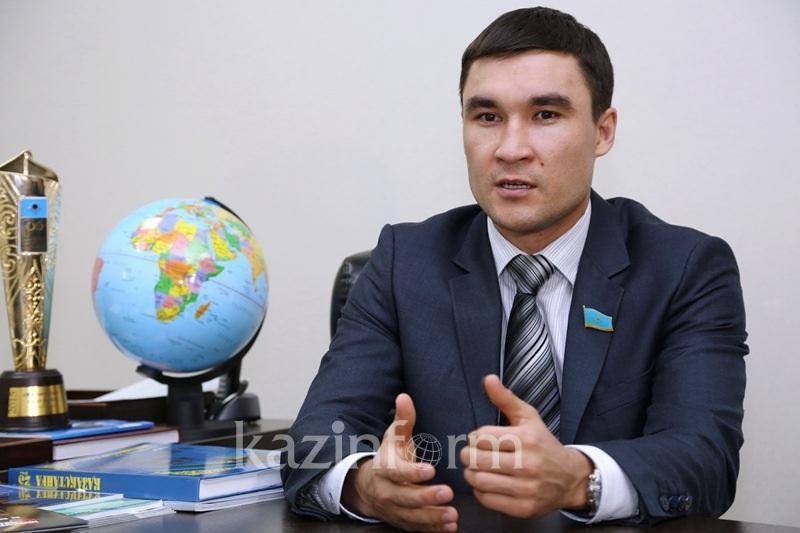 Серік Сәпиев депутаттықтан кетті