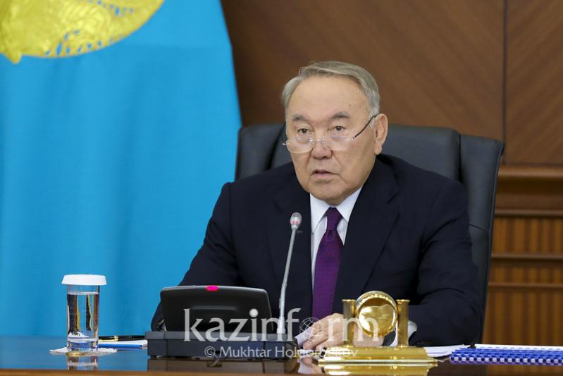 Глава государства призвал министров носить отечественную одежду