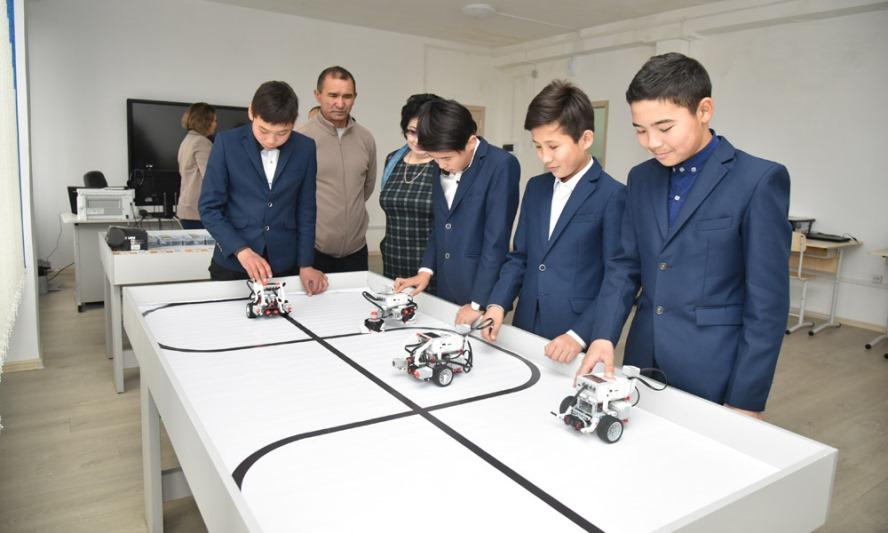 Президент поставил в пример школы Восточно-Казахстанской области