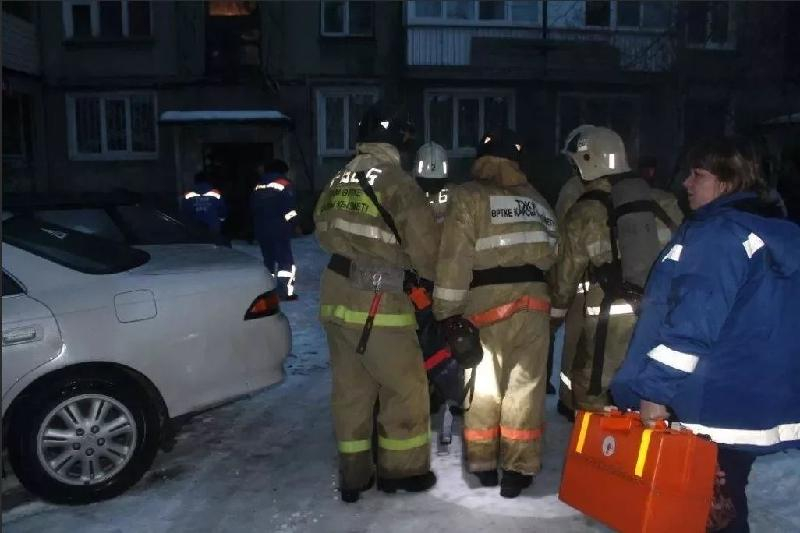 56 человек эвакуированы в Усть-Каменогорске из-за пожара в 9-этажке