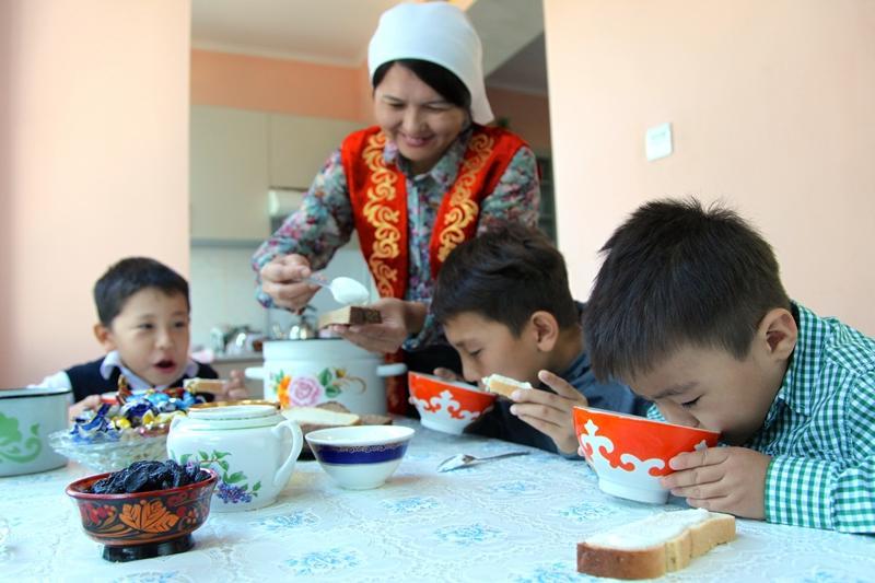 ЮНИСЕФ выяснил, как казахстанцы воспитывают детей
