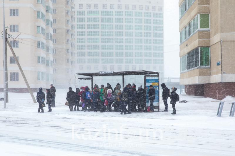 #ЖақсылықЖаса: Астаналықтар аязда автобус күткендерді көлікпен жеткізуге шақырды
