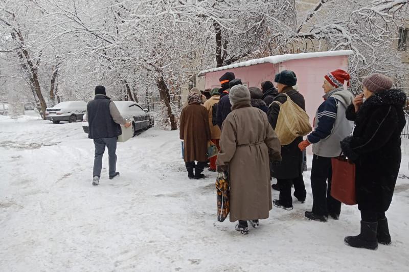 #ДелайДобро. Алматинка бесплатно кормит нуждающихся пенсионеров