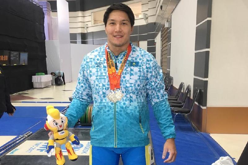 Казахстанские тяжелоатлеты завоевали еще три медали в Тайланде