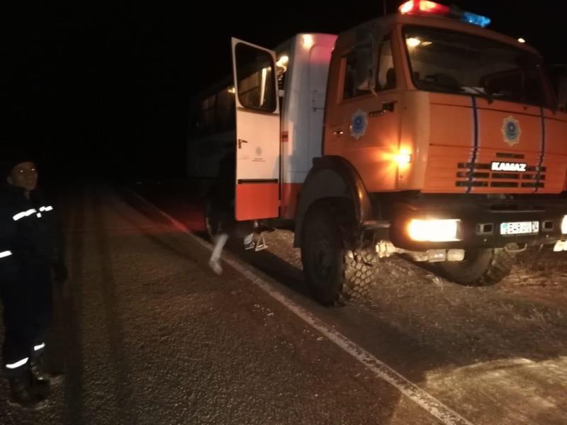 Ақтөбеде автобусы бұзылып, жолда қалған 51 Өзбекстан азаматына көмек көрсетілді