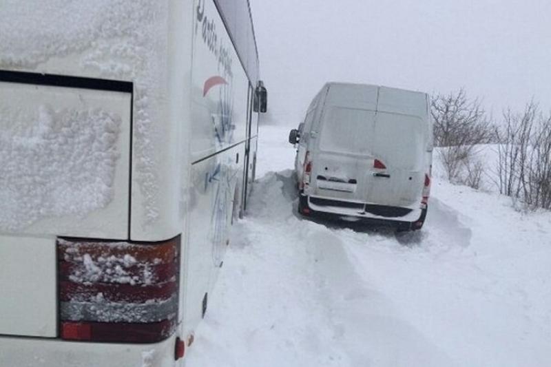 52 жителя Узбекистана застряли на трассе в Северном Казахстане