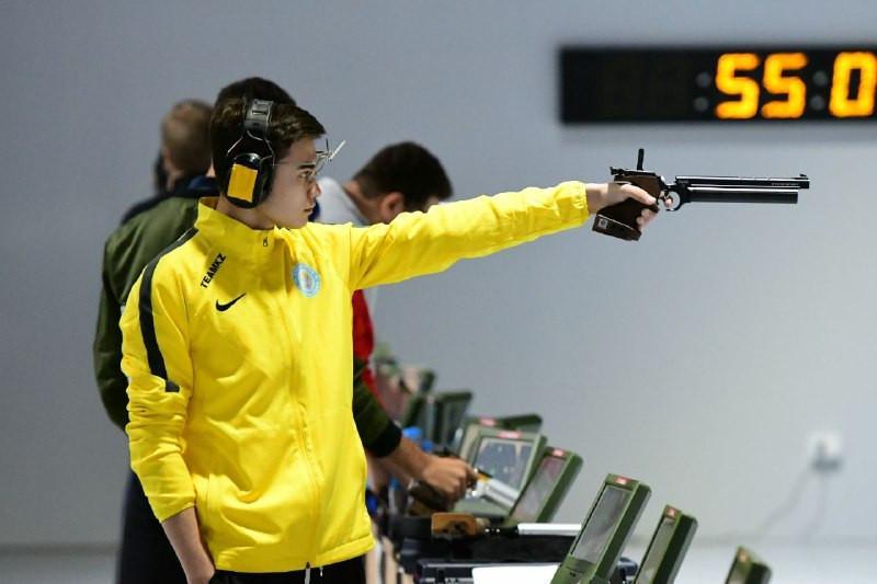 Казахстанский стрелок завоевал «бронзу» на турнире в Кувейте