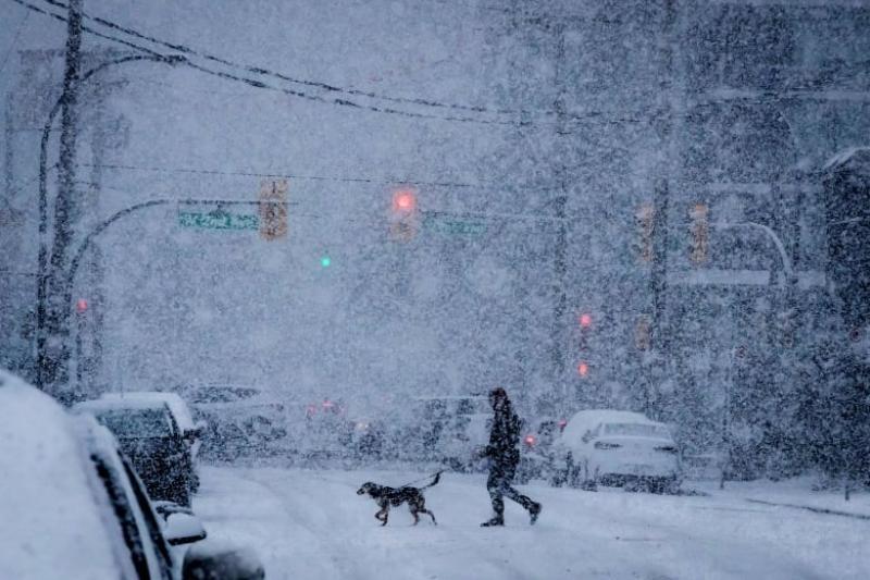 加拿大多地受大雪影响 航班停飞