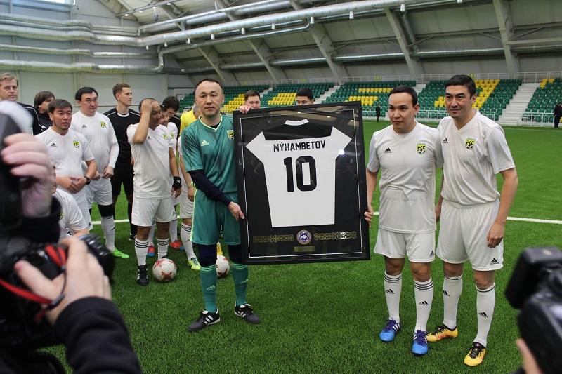 Архимед Мухамбетов принял участие в матче ветеранов футбола
