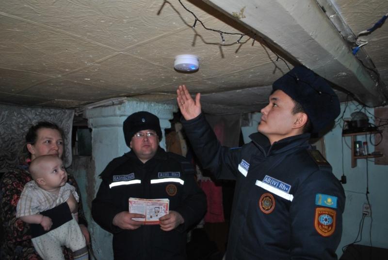 Спасатели обходят частный сектор в Северо-Казахстанской области