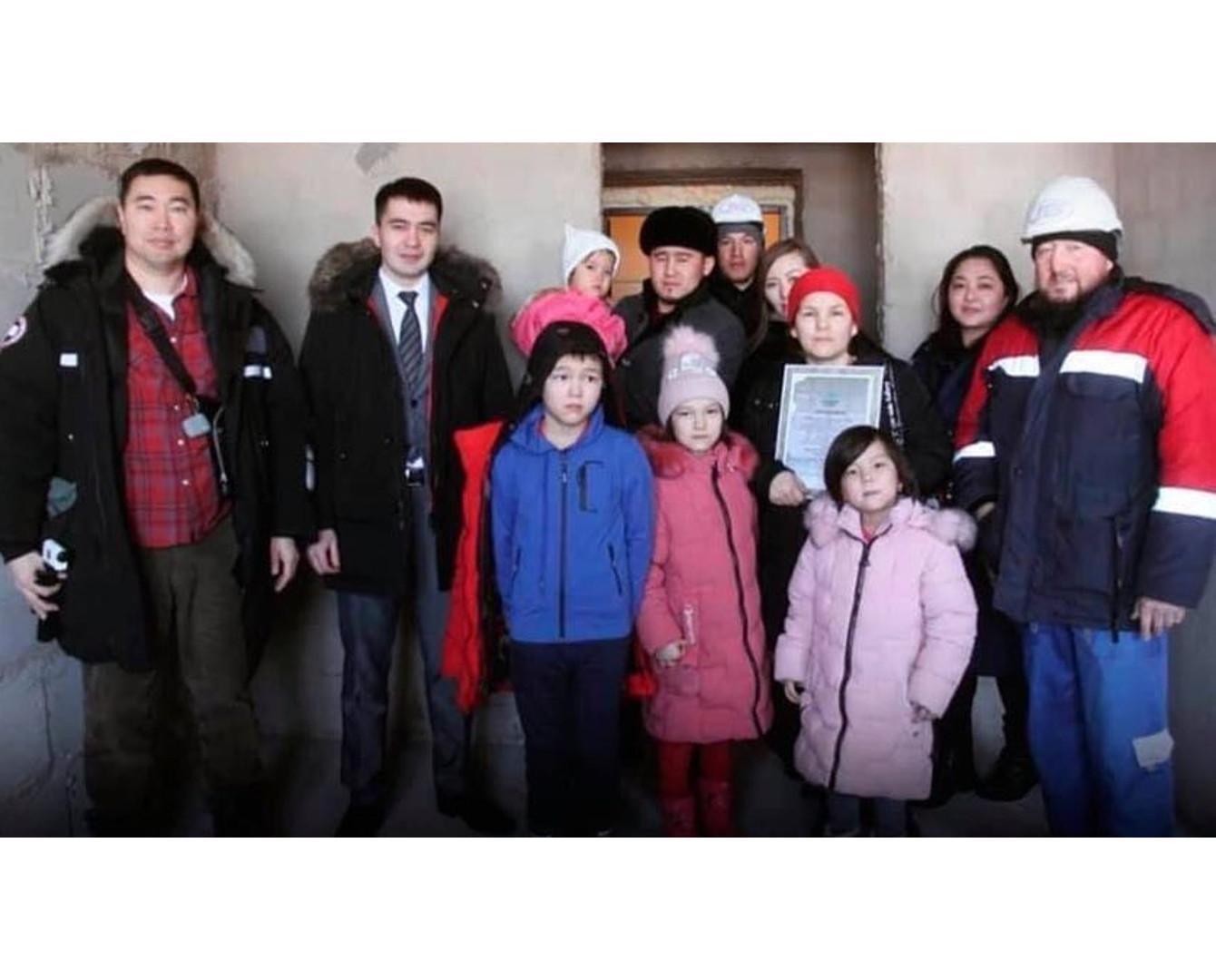 #ЖақсылықЖаса: Жеті баланың анасына кәсіпкер жаңа пәтер сыйлады - Ақмола облысы