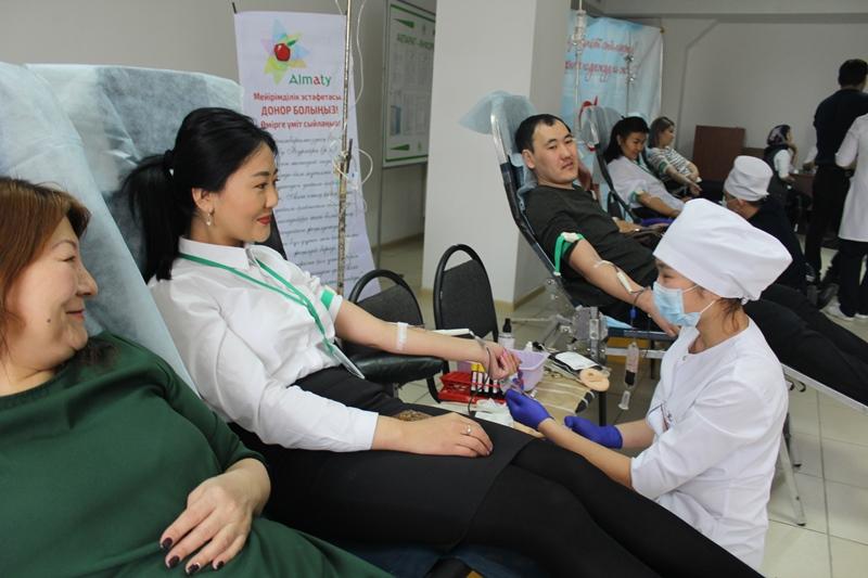#ДелайДобро: Сотрудники ЦОНов Алматы сдали кровь для онкобольных