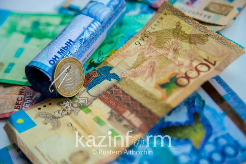 Назван размер среднемесячной зарплаты в Казахстане в январе