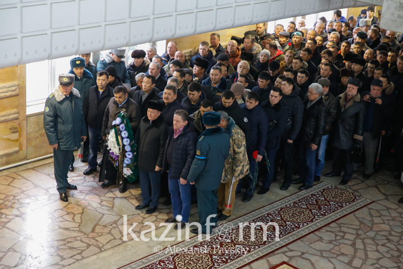 С легендарным Кара майором прощаются в Алматы