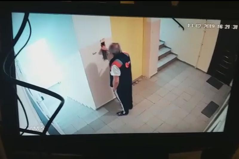 Мужчина разбился, упав в шахту лифта в Алматы