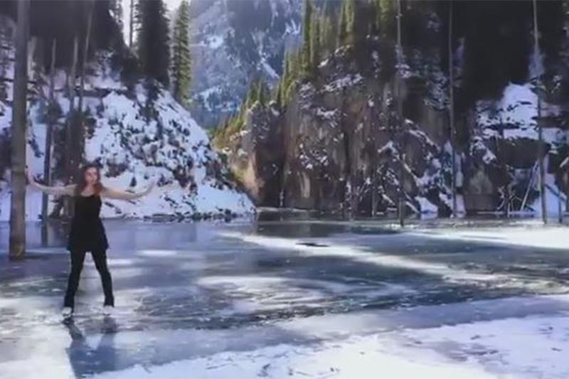 Известная своим катанием на БАО фигуристка исполнила танец на озере Каинды
