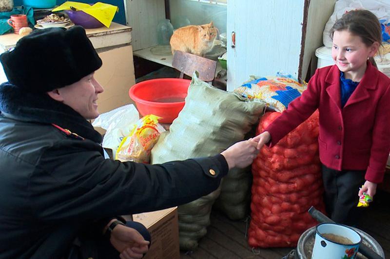 #ДелайДобро. Акмолинские полицейские оказали помощь многодетной семье