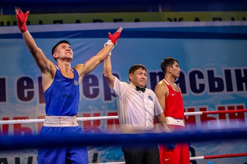 Қазақстандық бес боксшы Болгариядағы турнирдің жартылай финалына шықты