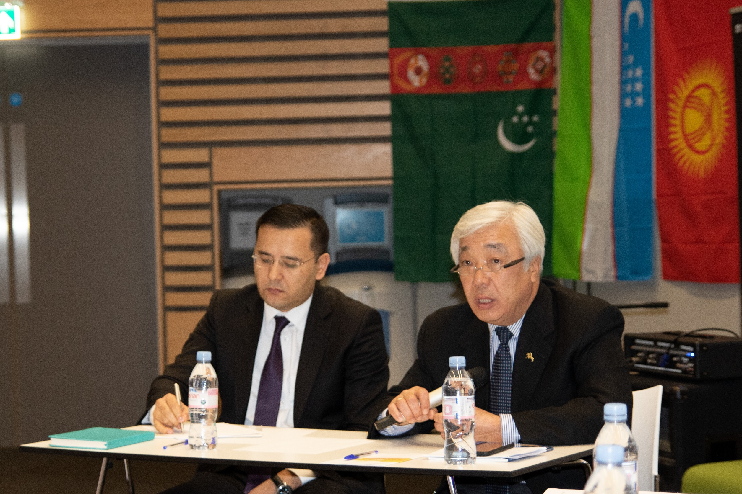 哈萨克斯坦驻英大使出席沃里克大学中亚论坛谈一带一路