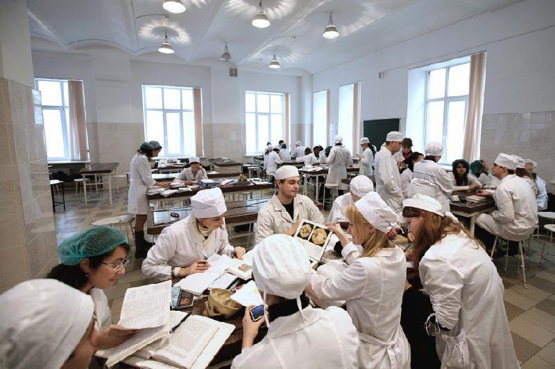 Студентов отчислили за покупку ответов на тесты в медвузе в Алматы