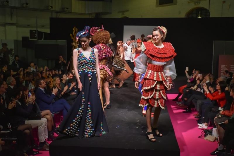 Платья, мастер-шоу и новые рецепты - выставка шоколада открылась в Брюсселе