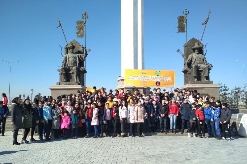 500 казахстанских школьников приехали в Тараз на фестиваль туризма