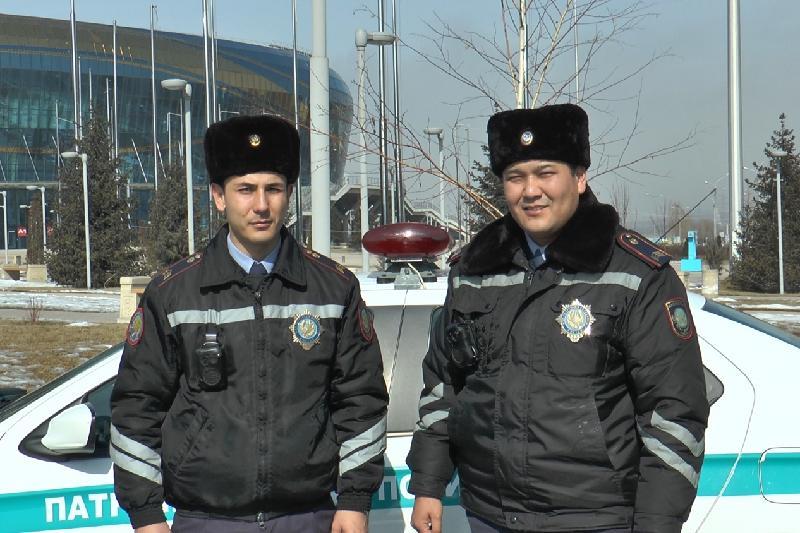 Алматы полициясы толғатқан әйелді перзентханаға жедел жеткізді