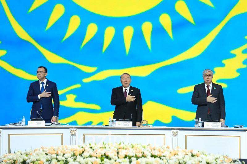 Нурсултан Назарбаев принимает участие в съезде партии «Нұр Отан»