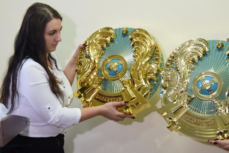 Павлодар облысындағы мекемелер жаңа үлгідегі Елтаңба орната бастады