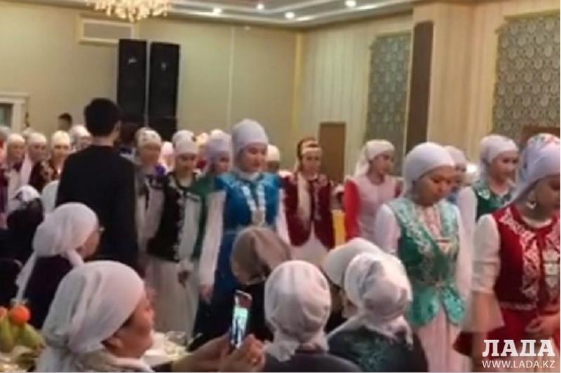 Парад келiн в Мангистауской области восхитил социальные сети