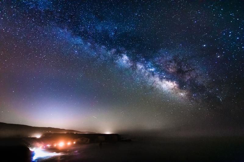 银河系 质量 大约 相当于 1.5 万亿 个 太阳 质量